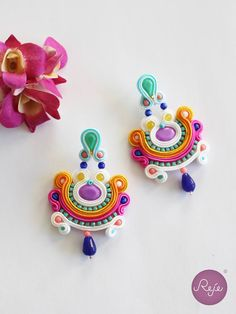 awesome Soutache earrings Entirely hand-sewn by Reje, Italian jewelry designer. Quilling Jewelry, Soutache Jewelry, Jewelry Crafts, Paper Quilling, Handmade Necklaces, Handmade Jewelry, Soutache Tutorial, Italian Jewelry, Bijoux Diy