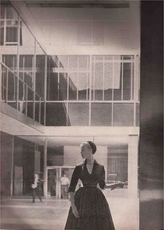 Lever House, New York by Kenneth Tischler (with Karen Radkai in the foreground).1952.
