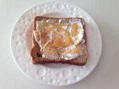 Ψωμί σίκαλης με κατίκι, μέλι και κανέλλα