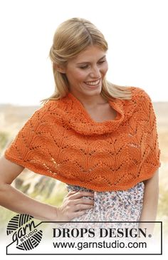 """Knitted DROPS poncho with lace pattern in """"Paris"""". Size: S - XXXL. ~ DROPS Design"""