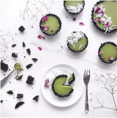 Mini Matcha Oreo Tarts - chocolatey oreo crust filled with creamy matcha filling and topped with coconut sprinkles