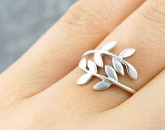this was once on my wishlist, but now i have the antique original of this ring design...and love it very much