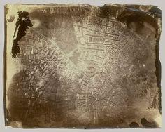Dünyanın En Eski Hava Fotoğrafı..İlk hava fotoğrafı Gaspard-Félix Tournachon tarafından çekilmiş. Bu fotoğrafı Fransa'da Bievre vadisinde balonla dolaşarak çekmiş. James Wallace Black