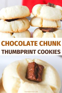 So easy and good! These chocolate chunk thumbprint cookies perfect for Christmas holiday baking. Chocolate Filling, Chocolate Flavors, Chocolate Recipes, Vegetarian Cookies, Vegetarian Chocolate, Christmas Cookie Exchange, Christmas Holiday, Thumbprint Cookies With Icing, Strawberry Pizza
