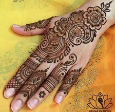 Henna Design Step by Step Images Gallery - Latest Easy Henna Tattoo Designs Step by Step for beginner. this is the best henna design that easy to draw Henna Hand Designs, Eid Mehndi Designs, Mehandi Design For Hand, Mehndi Designs Finger, Mehndi Designs For Beginners, Mehndi Designs For Fingers, Beautiful Henna Designs, Latest Mehndi Designs, Simple Mehndi Designs