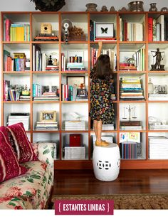 {estantes, livros}