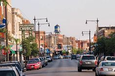 Andersonville is one of my favorite neighborhoods in Chicago - interesting shops, restaurants and Gethsemane Garden Center.