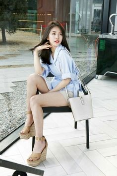 Suzy is too pretty for words in A and B-cuts of 'Beanpole Accessory' shoot Bae Suzy, Kpop Fashion, Asian Fashion, Miss A Suzy, Korean Actresses, Korean Actors, Beautiful Asian Women, Sexy Asian Girls, Poses