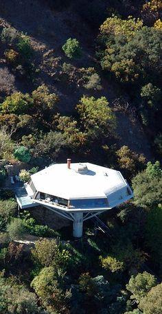 House for Mr and Mrs Leonard Malin. Hollywood, California, 1960. (Chemosphere)