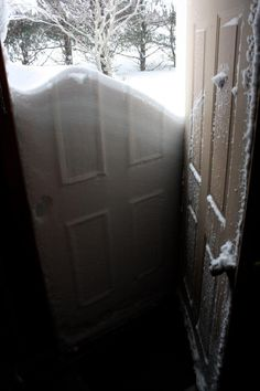 what people saw when they opened there doors after the Blizzard of 2013 hit the New England states