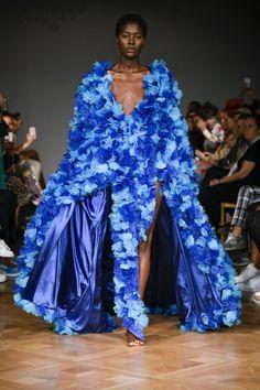 Selam Fessahaye Stockholm Spring 2019 Fashion Show Collection: See the complete Selam Fessahaye Stockholm Spring 2019 collection. Look 45 Women's Runway Fashion, Couture Fashion, Paris Fashion, Spring Fashion, Autumn Fashion, Vogue Paris, Stockholm, Dolly Fashion, International Clothing