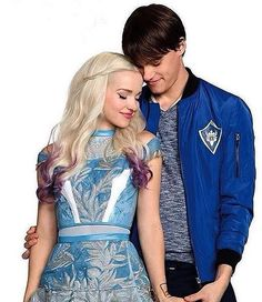 "4,886 To se mi líbí, 125 komentářů – Descendants 2 24/7/17 (@disney__descendants3) na Instagramu: ""Comment which couple is your favorite in Descendants 2❤️#descendants2 #dovecameron…"""