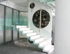 Eine moderne und individuelle Treppengestaltung beginnt mit einem gut durchdachten Konzept und kreativen Ideen. Für die Gestaltung von Innentreppen eignet sich Caesarstone ideal dazu!  //www.treppen-deutschland.com/caesarstone-treppen-moderne-caesarstone-treppen