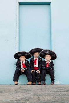 Not only is this a great group costume, but isn't this a great image? Just so stinkin' cute. This is from my friend who made these costumes for her son and his cousins. These costumes are easy to make from black sweats. The hardest part may be waiting for the silver glitter glue to dry…
