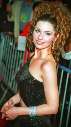 Girl Country Singers, Hot Country Girls, Southern Girls, Shania Twain Pictures, Sara Evans, Stunning Redhead, Wwe Girls, Star Girl, Thats The Way