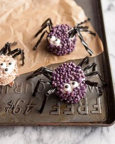 Spooky Spider Marshmallows are a perfect halloween treat!