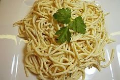 Noodles Recipes Worlds best spaghetti salad 1 Spaghetti Salad, Best Spaghetti, Noodle Recipes, Salad Recipes, Healthy Recipes, Party Salads, Kneading Dough, Pesto Pasta, How To Cook Pasta