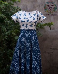 Saravana Street T. Kurta Designs Women, Kurti Neck Designs, Dress Neck Designs, Salwar Designs, Blouse Designs, Neckline Designs, Kalamkari Dresses, Ikkat Dresses, Kalamkari Kurta