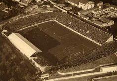 Estadio de Les Corts.Se nos quedó pequeño gracias a Kubala,y se construyó el Camp Nou