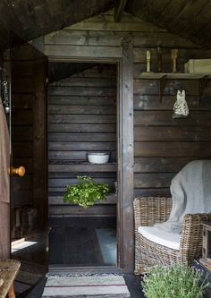 Do you love interior design and wish that you could turn your home-decorating visions into gorgeous. Hygge, Sauna Shower, Sauna House, Outdoor Sauna, Sauna Design, Finnish Sauna, Cabins In The Woods, Cottage Design, Saunas
