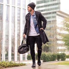 2016-12-06のファッションスナップ。着用アイテム・キーワードはコート, トレンチコート, ニットキャップ, バッグ, ブーツ, 白Tシャツ, 黒パンツ, Gジャン・デニムジャケット, Tシャツ,etc. 理想の着こなし・コーディネートがきっとここに。| No:181763