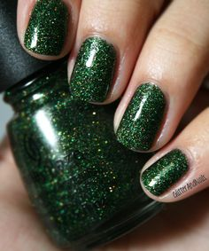 Glitter and Nails: Oh Christmas tree, want this color for ma toes