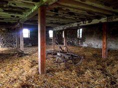 Daniel Lady Barn Interior -- Confederate Civil War Field Hospital American Civil War, American History, Gettysburg Ghosts, Gettysburg Pennsylvania, Gettysburg Battlefield, Historical Fiction Books, Creepy Pictures, Ghost Hunting, Pergola