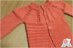 Receita Original: Blog Cores e Agulhas Fio: Um Novelo de Bella da Pingouin (405 m) na cor salmão 1322 ou Fio Charme da Circulo na... Baby Knitting, Knitting Patterns, Sweaters, Fashion, Knit Baby Sweaters, Crochet Baby Dresses, Wool Sweaters, Crochet Coat, Cute Little Baby