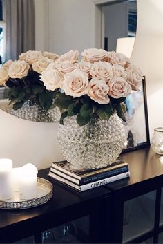 Those pink roses Casa Pop, Living Room Decor, Bedroom Decor, Deco Furniture, Home Office Decor, My New Room, First Home, Home Decor Inspiration, Home Interior Design