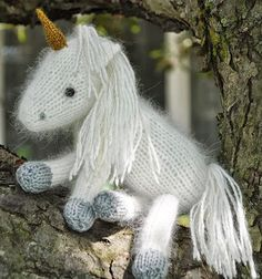 Knitting Pattern for Snow White the Unicorn and her baby Liliana - This is so cute! Pattern includes detailed instructions with many photos for making a unicorn toy softie and her foal. Designed by Cutie Patootees
