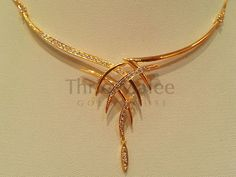 Thrie Malee Gold House – offers the largest selection of fine jewelry and gemstones with fair prices. Indian Wedding Jewelry, Indian Jewelry, Bridal Necklace, Bridal Jewelry, Necklace Set, Simple Necklace, Gold Jewelry Simple, Gold Jewellery Design, Handmade Jewellery