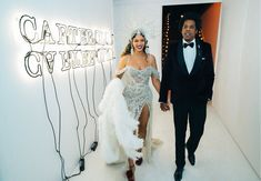 Photo of Beyoncé Releases Over 200 Intimate, Never-Before-Seen Photos For Her Birthday Beyonce 2013, Beyonce And Jay Z, Celebrity Dads, Celebrity Look, Grey Gown, 38th Birthday, Lisa Bonet, Beyonce Style, Mrs Carter