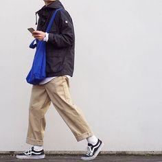 """Reposting @_____11k_____: ... """"今日は超シンプル ・ ・ 〈@hari_nezumi__ 〉さん→スニーカーバトン 〈@oishiina___ 〉さん→黒バトン いただいたのでさせていただきます〜 ・ ・ ・ #ootd #mensfashion #fashion #今日のコーデ #シンプルコーデ #カメラ #ミラーレス一眼 #古着 #古着コーデ #チノパン #ワイドパンツ #ディッキーズ #シンプル #スニーカーバトン #黒バトン #足元 #足元倶楽部 #vans #vansoldskool #dickies #swg #マウンテンパーカー #uniqlo #ユニクロ #白シャツ"""""""