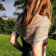 This asymmetric triangle shawl has been designed to trace the path of the Great Ocean Road in Australia. It uses slipped stitches, cables, and garter stitch to create variety in the knitting. The pattern itself is basically a two-row repeat so it's great for mindless knitting.
