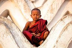 Sidarta Gautama, o Buda nos deixou um legado de grande sabedoria. Entre tantas pérolas, separo 13 conselhos deixados para aqueles que vivem momentos difíceis.