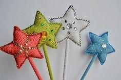 Ravelry: Magic Wand pattern by Hatty Nady for Mère et Fille Tricots Crochet Ideas, Crochet Patterns, Star Chart, Headband Pattern, Glue Gun, Thread Crochet, Wands, Ravelry, Magic
