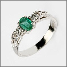 Emerald Ring with carved side detail Diamon Ring, Ruby Sapphire, Diamond Engagement Rings, Emerald, Most Beautiful, Gold Rings, Rings For Men, Wedding Rings, Gemstones
