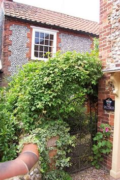 A traditional North Norfolk holiday cottage with plenty of charm and great outdoor space. Located close to all of Blakeney's amenities. Discover more here.