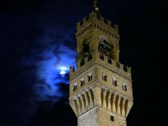 Trick or Treat! Wondering what to do on Halloween in Florence? Our two Top Tips for the day are the #family friendly evening hosted by Fosso Bandito or, if your nerves are strong, the special spooky Halloween #Tour organized by Florence Inferno! Choose your favourite!  Links: http://www.florenceinferno.com/walking-tours/halloween/  and  https://www.facebook.com/events/904919229577040/  #halloween2015 #florence #apartmentsflorence #florencetoptip #trickortreat #firenze #halloween
