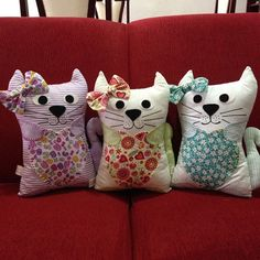 Cat Training With a Clicker Handmade Stuffed Animals, Cat Cushion, Alley Cat, Cat Doll, Cat Crafts, Toy Craft, Diy Pillows, Diy Toys, Softies