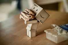 cute little cookie-loving robot - apparently it has a name - danbo Danbo, Miss Piggy, Cardboard Robot, Box Robot, Amazon Box, Cute Box, Thinking Outside The Box, Little Doll, Little Boxes
