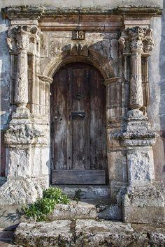 Door by - Stare drzwi - Architecture Vintage Doors, Antique Doors, Old Doors, Windows And Doors, Entrance Doors, Doorway, Rustic Doors, Wooden Doors, Architecture Old