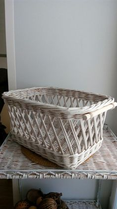 Наталья Ваганова Baskets On Wall, Wicker Baskets, Gift Baskets, Paper Weaving, Sewing Baskets, Flower Girl Basket, Paper Basket, Wicker Furniture, Easter Baskets