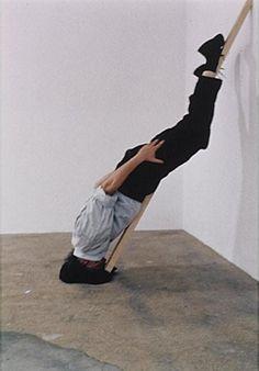 "Erwin Wurm, ""One minute"", sculpture."