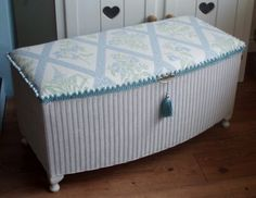 Might use colour scheme for my little ottoman project Painting Wicker Furniture, New Furniture, Painted Furniture, Furniture Ideas, Vintage Furniture, Loom Blanket, Blanket Box, Wicker Ottoman, Upholstered Ottoman