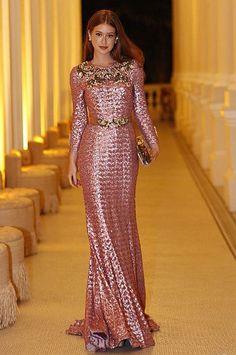 10 looks de festa direto do closet de Marina Ruy Barbosa. Vestido rosa de paetês, Dolce & Gabbana