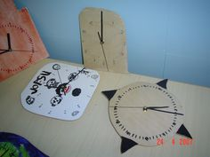Kello vanerista. Clock, Wall, Home Decor, Watch, Decoration Home, Interior Design, Clocks, Home Interior Design, Home Improvement