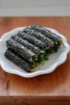 K Food, Love Food, Food Porn, Healthy Snacks, Healthy Eating, Healthy Recipes, Vegetarian Recipes, Rice Rolls, Korean Dishes