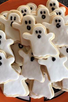 Pumpkin Sugar Cookies, Sugar Cookie Recipe Easy, Chocolate Sugar Cookies, Sugar Cookie Bars, Easy Sugar Cookies, Cookies Soft, Dessert Halloween, Halloween Cookie Recipes, Halloween Sugar Cookies