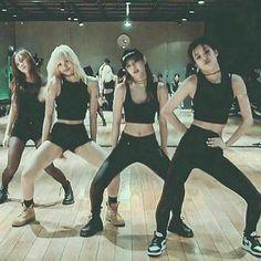 ♡Blackpink in your Area♡ Kpop Girl Groups, Korean Girl Groups, Kpop Girls, Blackpink Fashion, Korean Fashion, Fashion Outfits, Kim Jennie, Black Pink Kpop, Blackpink Photos